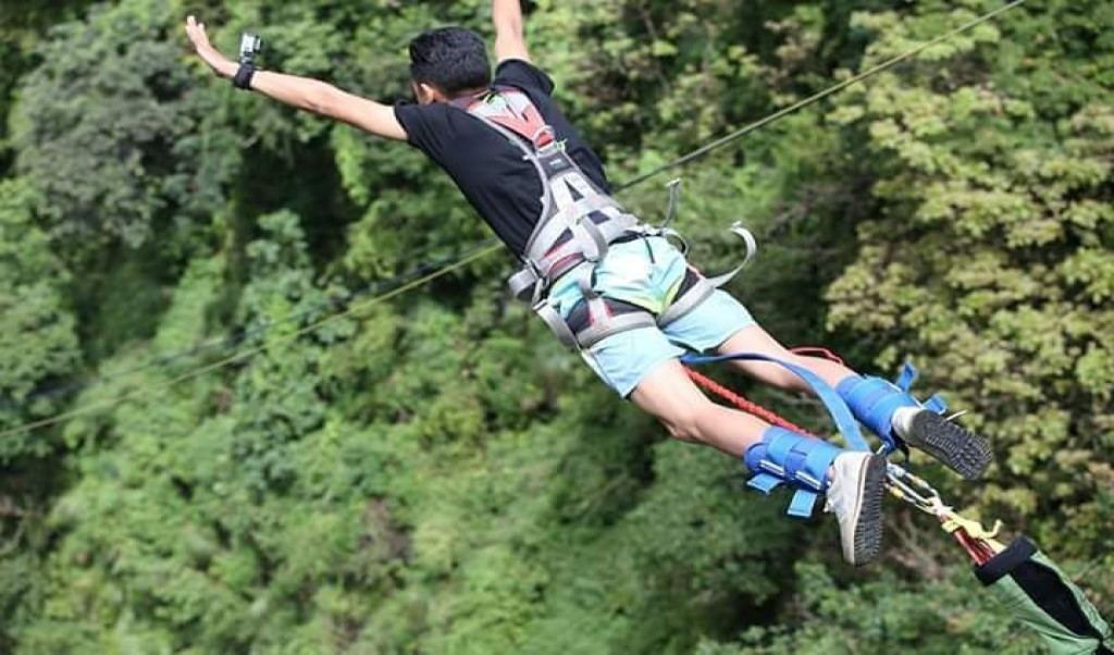 Bunjee jumping in Nepal Last Resort